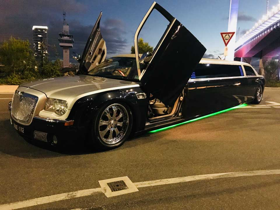 melbourne limo service at rod laver arena, chrysler 300c with butterfly doors